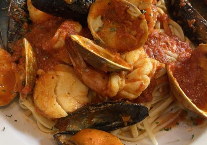 linguine and mussels seafood dish